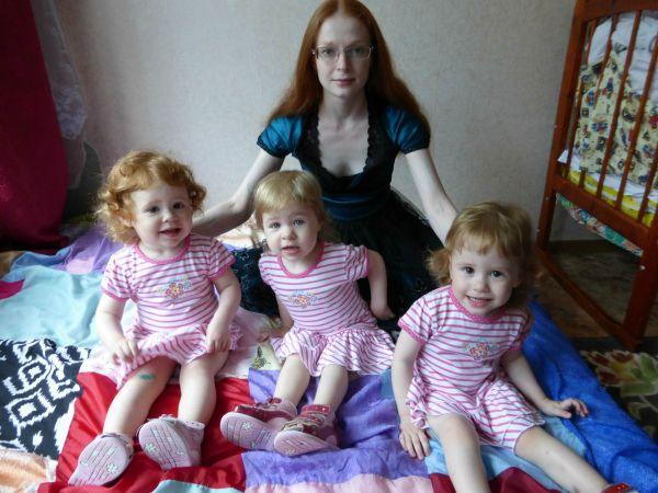 Тройняшки Смоляковы с мамой Светланой