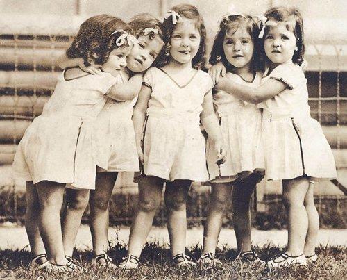 пятерняшки Аннет,   Мари, Эмили, Ивонн и Сесиль Дион