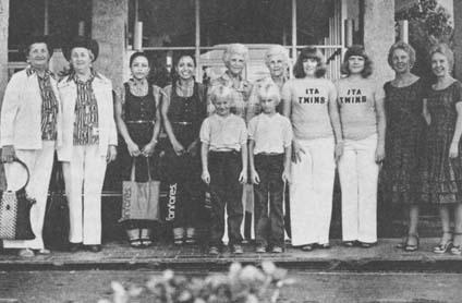 Участники съезда близнецов.