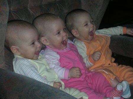 тройняшки -три веселых карапуза